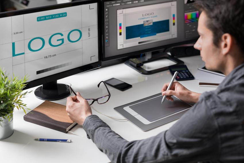 Designer dessine un logo